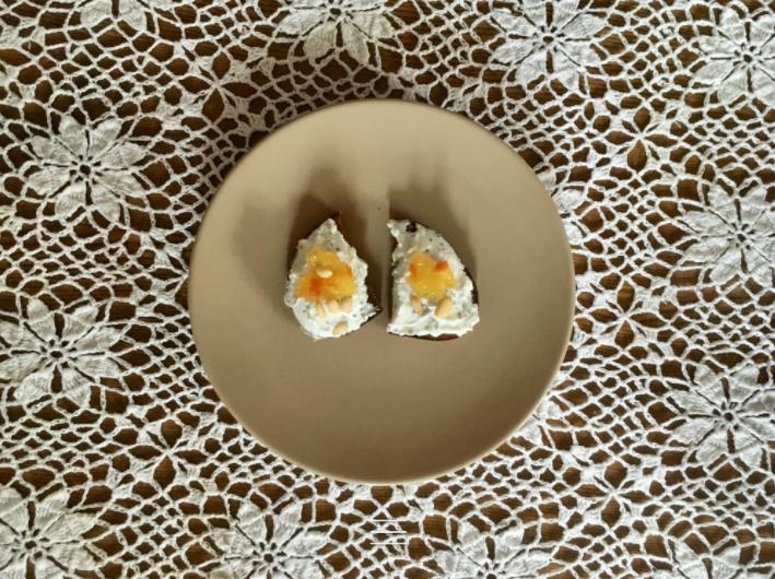 Skrebučiai su rikotos sūriu ir apelsinų džemu